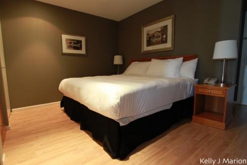 Harrison Beach Hotel bedroom