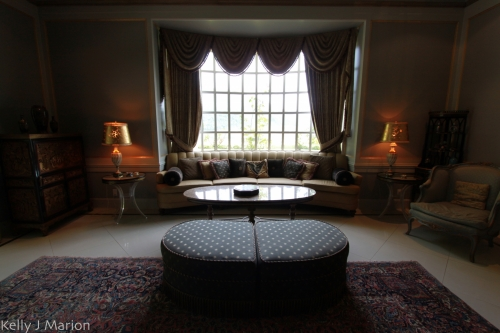 Drawing room at Rowena's Inn on the River