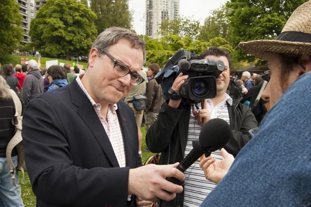 Sun News TV - Ethical Oil Author Ezra Levant interviews pipeline opponent