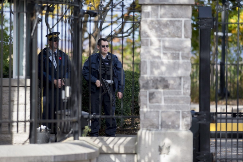 Armed guards at 24 Sussex Drive