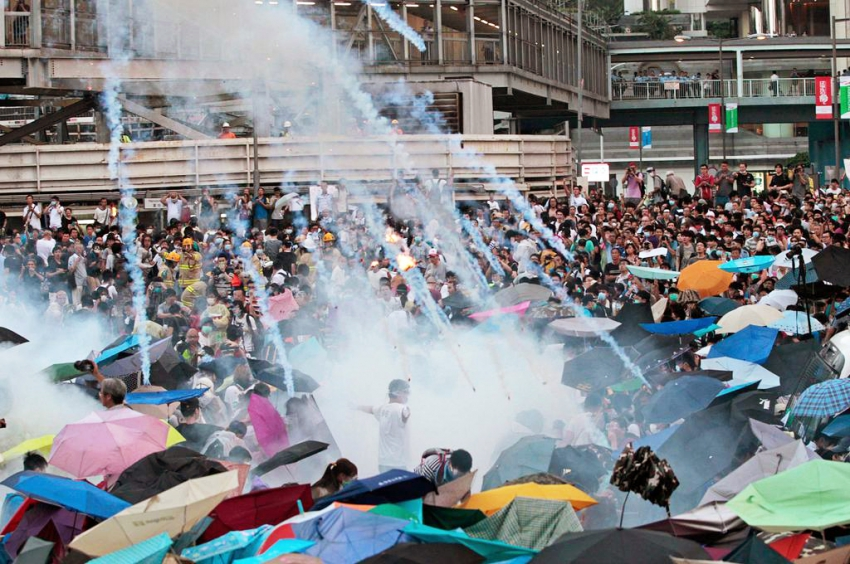 tear gas fired on Occupy Central protesters Hong Kong - HKIM