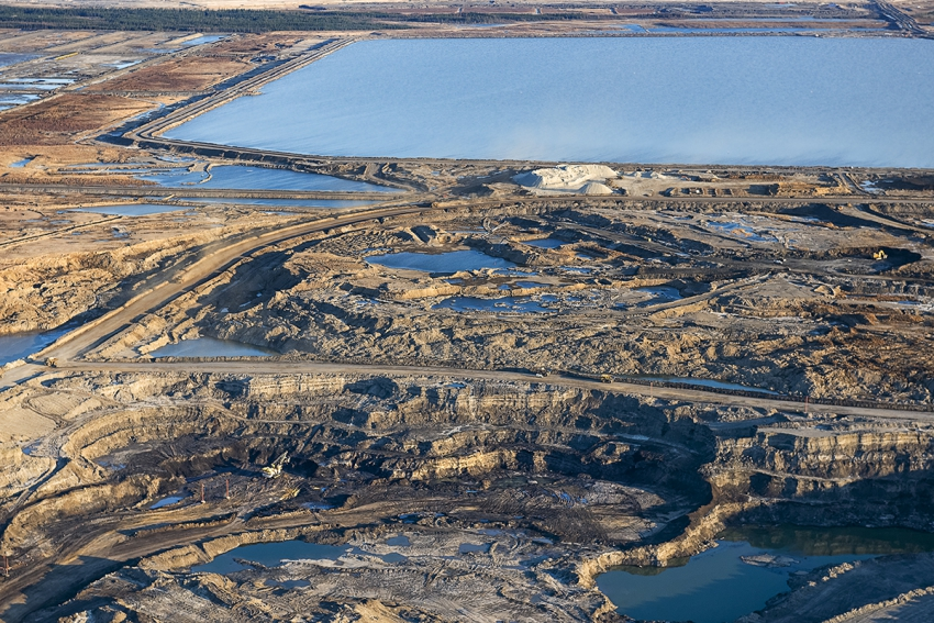 Suncor mine in oil sands. Photo by Andrew S. Wright