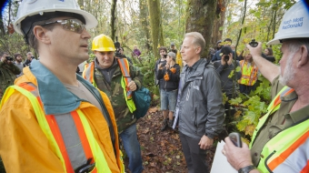 Kinder Morgan crews meet citizens on Burnaby Mountain - Mychaylo Prystupa