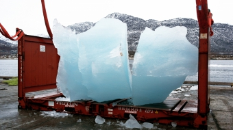 Loading ice at Nuuk Port and Harbour, Greenland Photo: Group Greenland