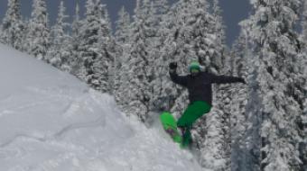 Snowboarding and skiing at Big White