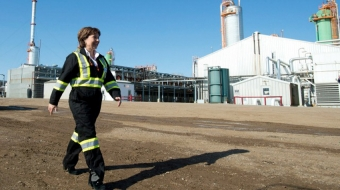 Premier Christy Clark tours the Spectra Energy plant in Fort Nelson in 2013
