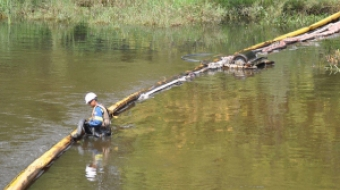 Clean up efforts on the Kalamazoo River