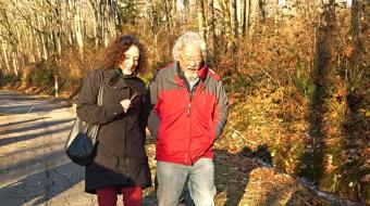Photo of Linda Solomon Wood and David Suzuki on Burnaby Mountain by Mychaylo Pry