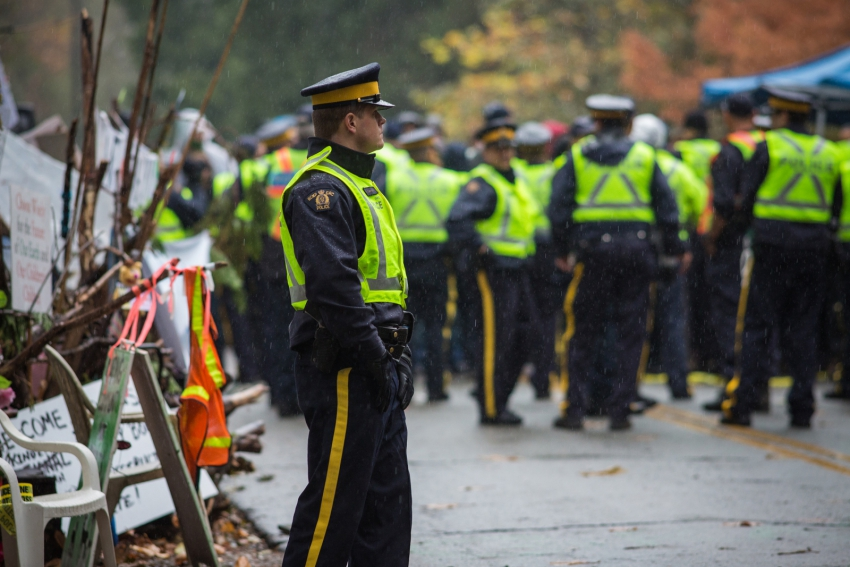 RCMP enforcing Kinder Morgan injunction on Burnaby Mountain - Mark Klotz